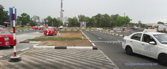 Sân thi sát hạch trường dạy lái xe Thành Công